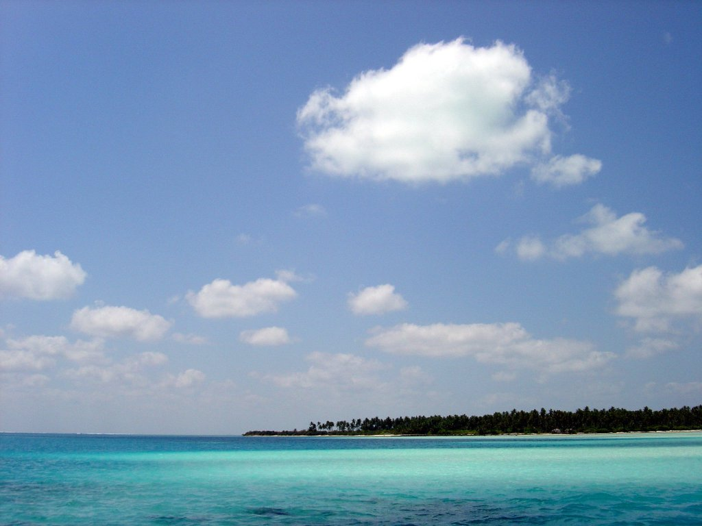 Sea_off_Bangaram_island,_Lakshadweep